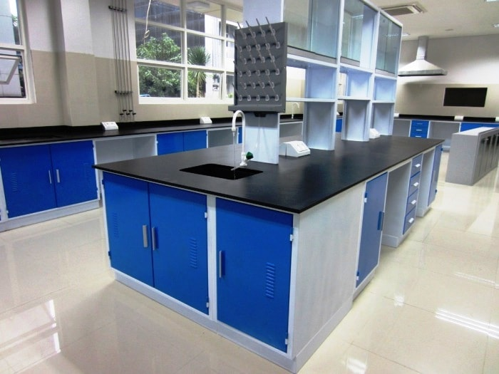 Pembuatan Furniture Laboratorium